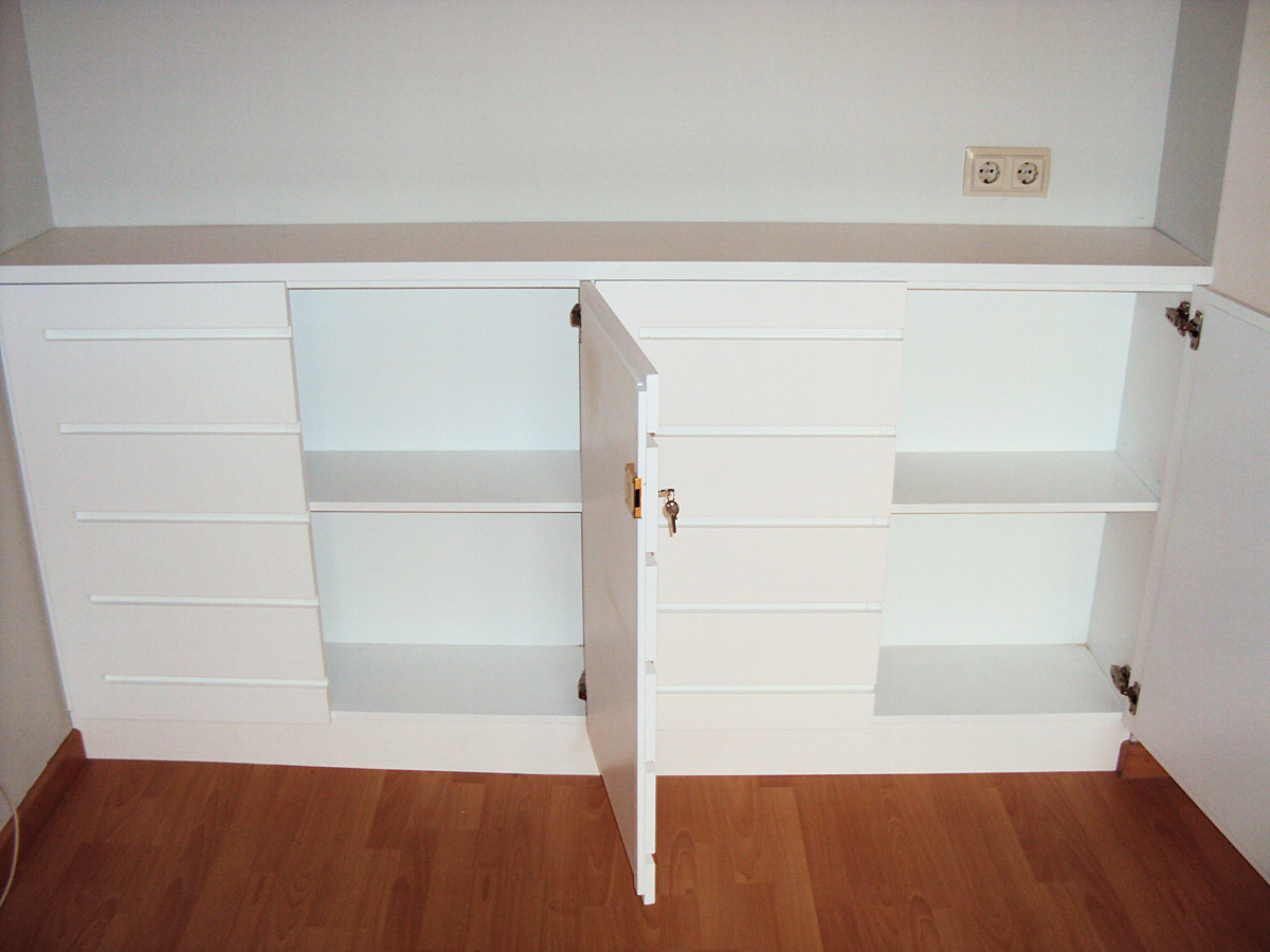 Mueble de ba o blanco carpinteria iberre for Lacar muebles en blanco a pistola