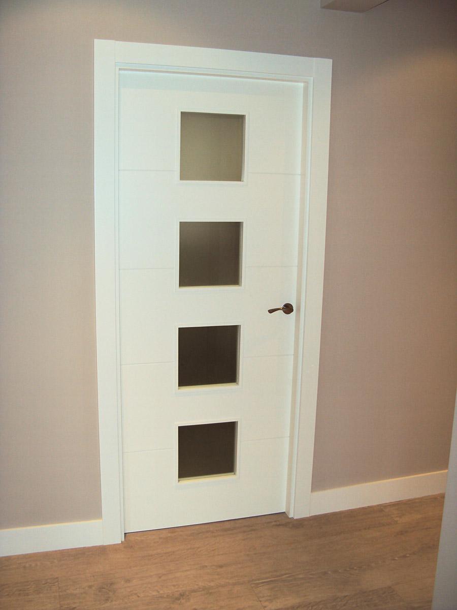 Puerta blanca vt5 carpinteria iberre - Puertas de casa blancas ...