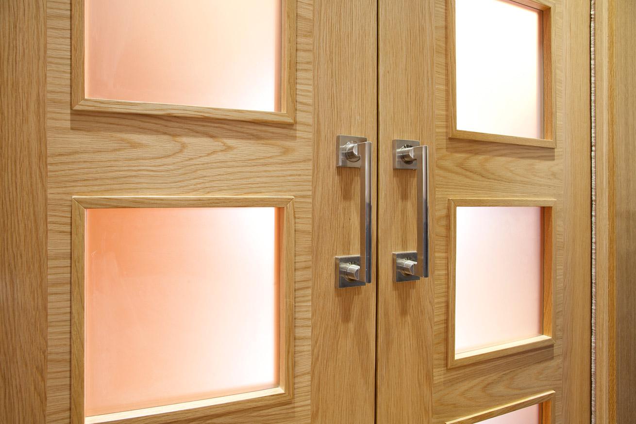 Puertas madera de roble carpinteria iberre for Correderas para puertas de madera
