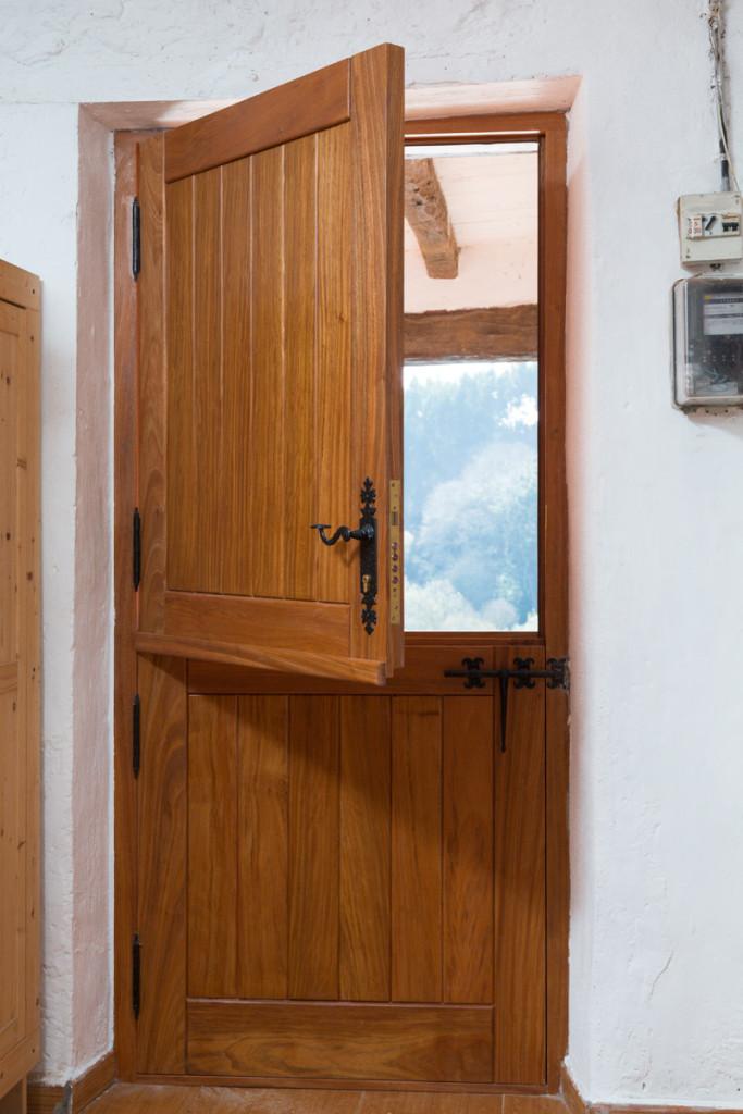 Puerta de entrada de caser o carpinteria iberre for Puertas de aluminio color madera precios